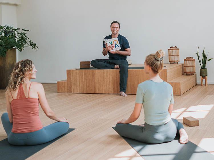 3. johan noorloos online yoga opleiding-kl
